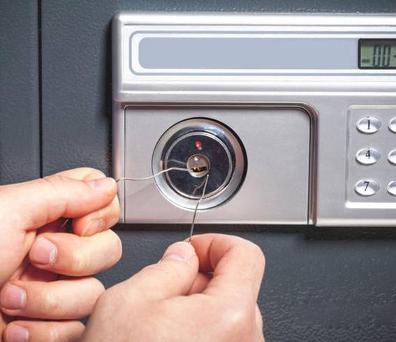 保险箱开锁